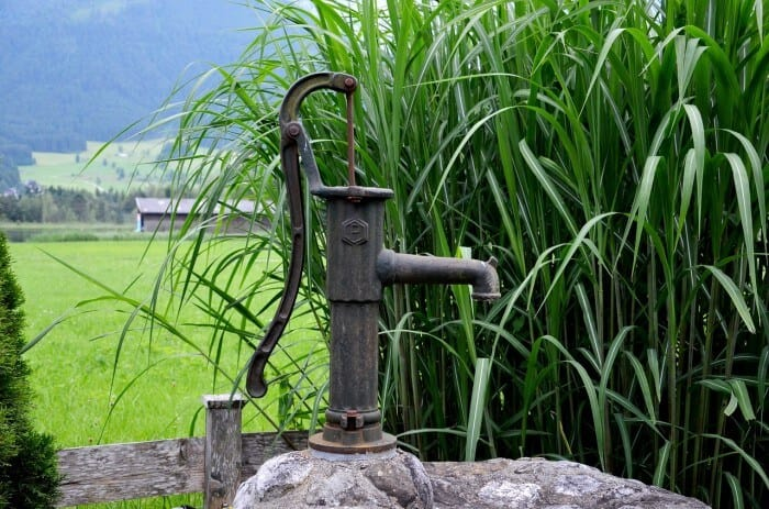 fountain with manual water pump