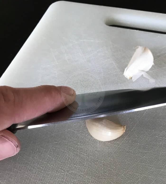 garlic smash method step 1