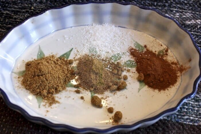 Coriander cumin Cinnamon with salt