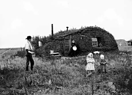 Norwegian migrants on their homestead